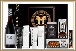 MENS STRIPE BLACK AND WHITE GIFT HAMPER